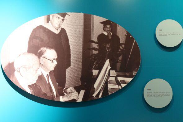 1983- Se otorga el segundo grado Doctor Honoris Causa conferido al ex go...