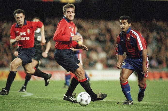 Romario fue otro de los que se estrenó con gol en el Barcelona. Lo hizo...