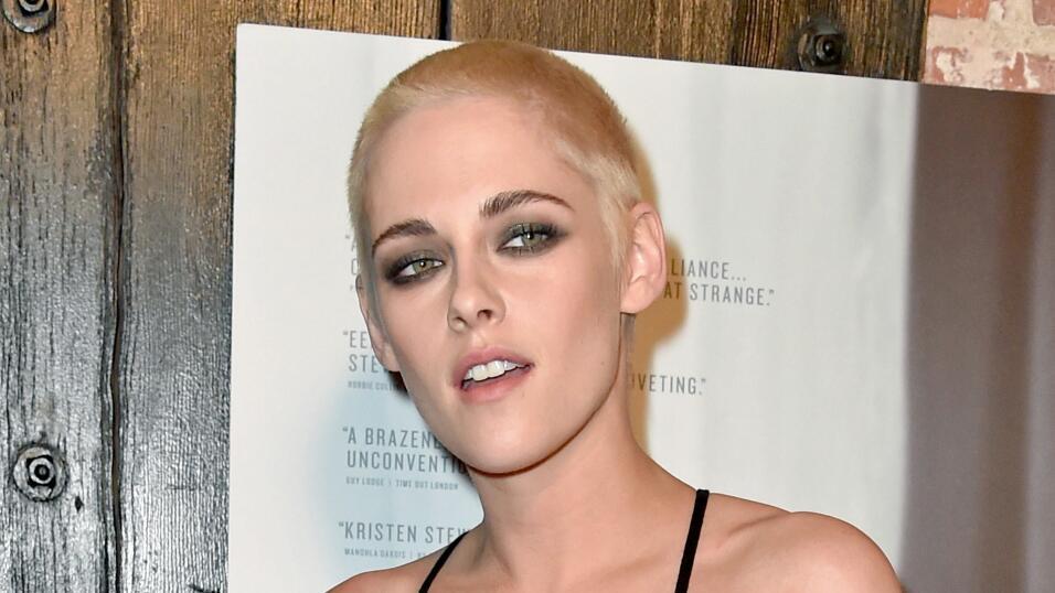 Kristen Stewart debutó un nueva imagen en el estreno de la película Pers...