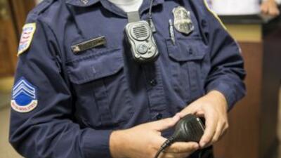 La propuesta de ley establece que los ciudadanos no podrán grabar a los...