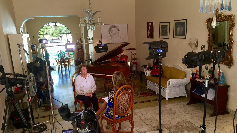 Lía Cámara cuenta a Teresa Rodríguez que, cuando conoció a Castro, él se...