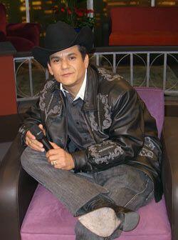 El Potro de Sinaloa habla de su familia y de sus inicios en la música.