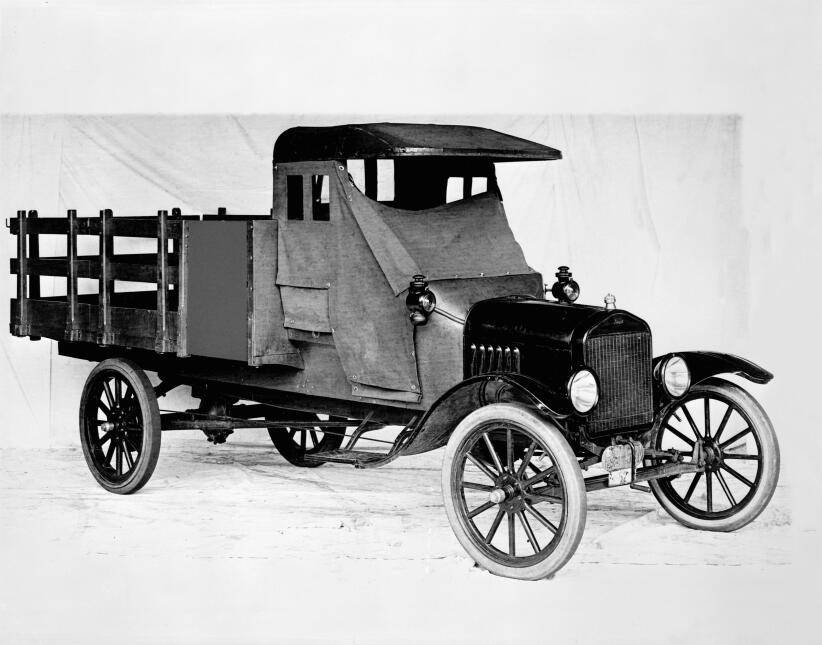 Un siglo de pickups Ford 1918-Ford-Model-TT-one-ton-stake-bed-truck-9880...
