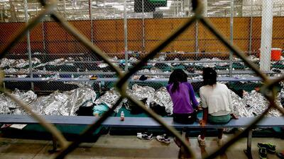 Reencuentro de una madre con dos de sus hijos tras drama en la frontera