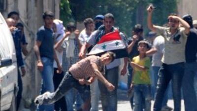 La revuelta de Siria comenzó en marzo. Opositores y organizaciones de de...
