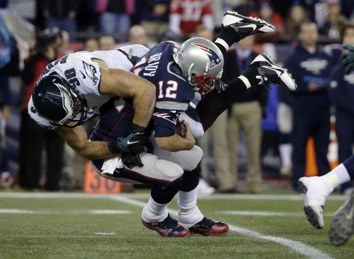 En un partido sumamente errático de Tom Brady quien sufrió cuatro captur...