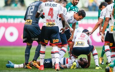 Lucas Pratto sufrió el golpe en el juego entre Sao Paulo y el Pal...