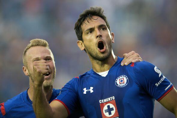 El otro es Roque Santa Cruz quien brilló con el Bayern Múnich e hizo var...
