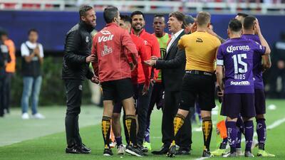 Chivas vs. Toluca, un partido que no dio espectáculo y que se recordará por la polémica del VAR