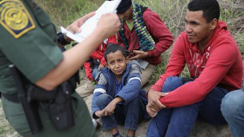Niño detenido en la frontera.