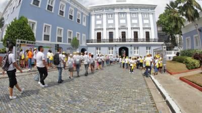 Miles de niños llegan a La Fortaleza