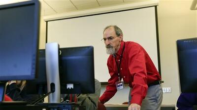 Seth Cohen, maestro de ciencia en Troy, New York