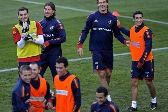Risas y ambiente festivo en la selección que dirige Vicente del Bosque q...