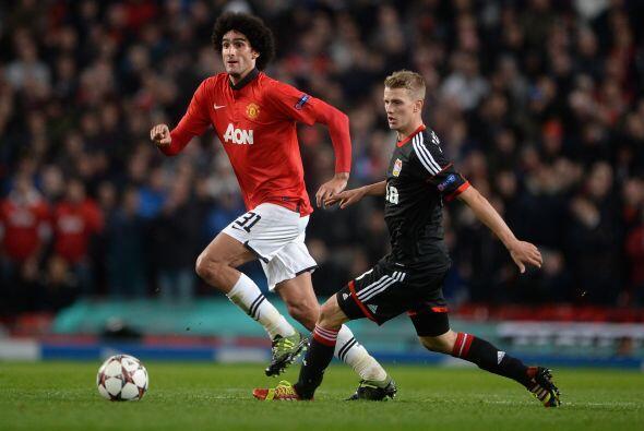 El belga Marouane Fellaini, nuevo refuerzo del United, estuvo entre los...