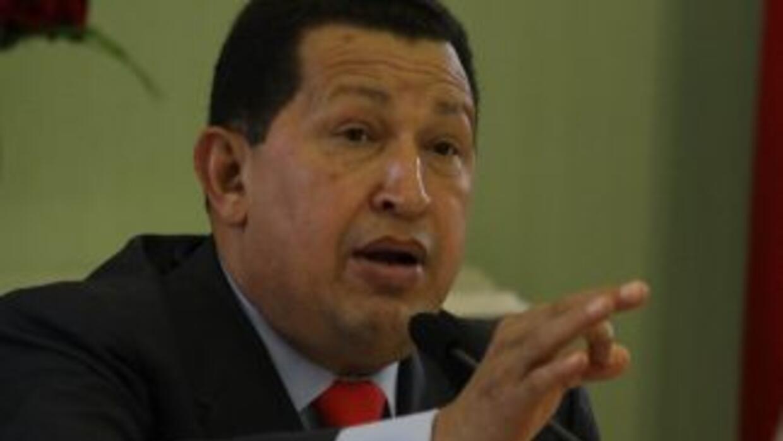 El mandatario venezolano Hugo Chávez dijo que contenderá por la presiden...