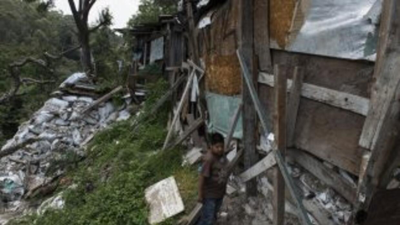 México tiene 52 millones de pobres y el 60 por ciento de su población vi...