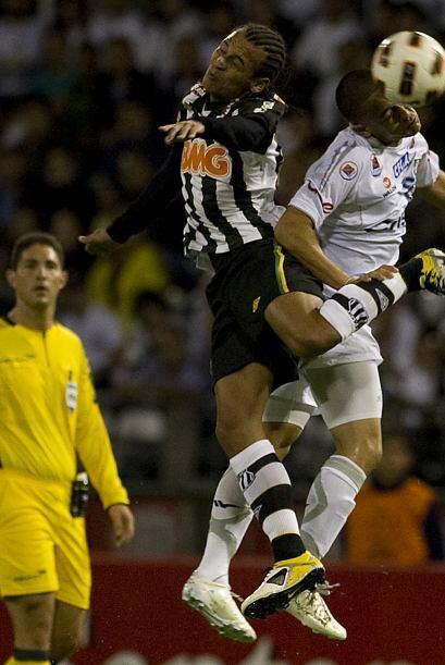El conjunto brasileño se llevó el triunfo al ganar 1-0 y s...