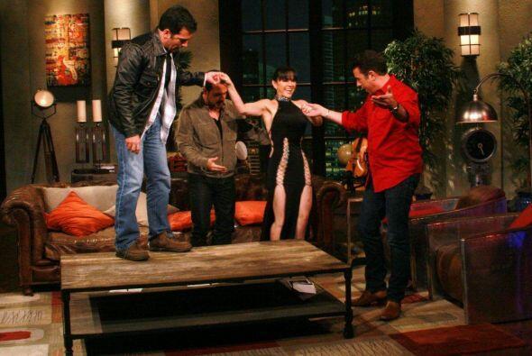 A Noche de Perros llegaron las vedette como Sandra Montoya.