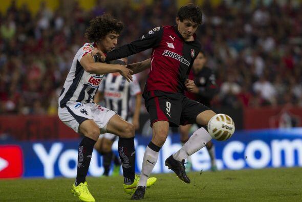 Tras el silbatazo inicial, el zaguero colombiano Stefan Medina se convir...