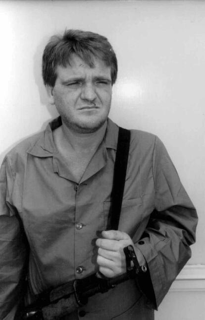 ARCHIVO - En esta fotografía de archivo de junio de 1995, el líder narco...