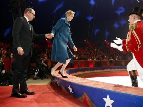 El príncipe Alberto II y la princesa Charlene de Mónaco du...