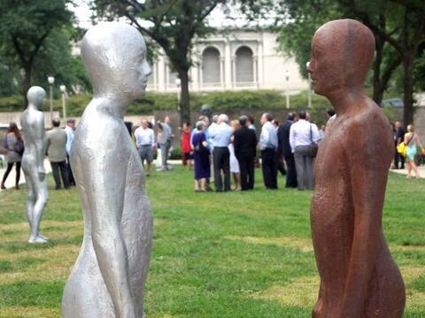 Por lo que queda del verano y al visitar el patio del Instituto de Arte...