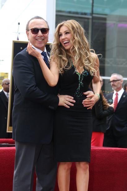 Con una gran sonrisa y junto a su esposo, Tommy Mottola,