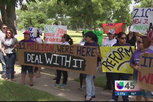 Hay molestia entre la comunidad hispana de Houston luego de que el congr...