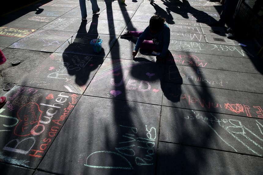 Decenas de personas conmemoraron la lucha contra el Síndrome de Inmunode...