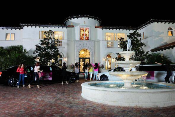 Las chicas no tenían idea de cómo era la mansión y quedaron sorprendidas...
