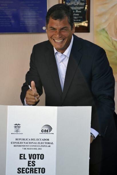 2011: Correa ganó el referendo que convocó para reformar la justicia y r...