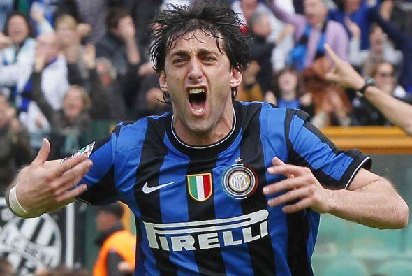 El argentino concretpo un pase de su compatriota Javier Zanetti y le dab...