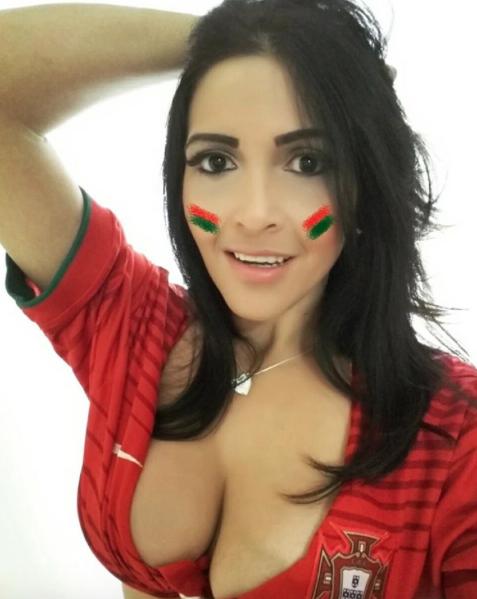 Portugal y Cristiano Ronaldo tienen en Deh Alves a su fanática más sensu...