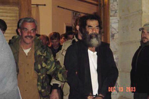 Recién el 13 de diciembre de 2003 fue capturado, escondido en una remota...