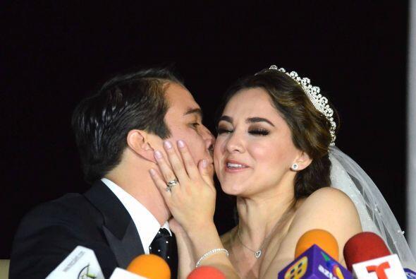 La feliz pareja se casó por la iglesia en la ex Hacienda de Chautla en P...