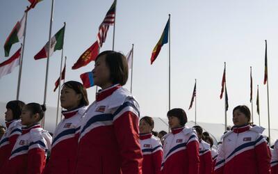 Deportistas de Corea del Norte fueron recibidos en la Villa Olímp...
