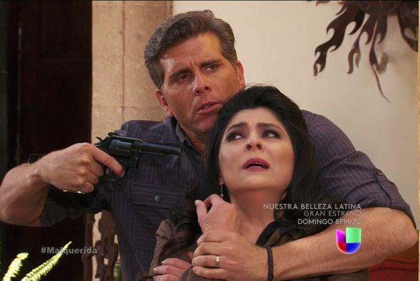 ¿Qué haces? Suelta a Cristina, recuerda que fue tu esposa...