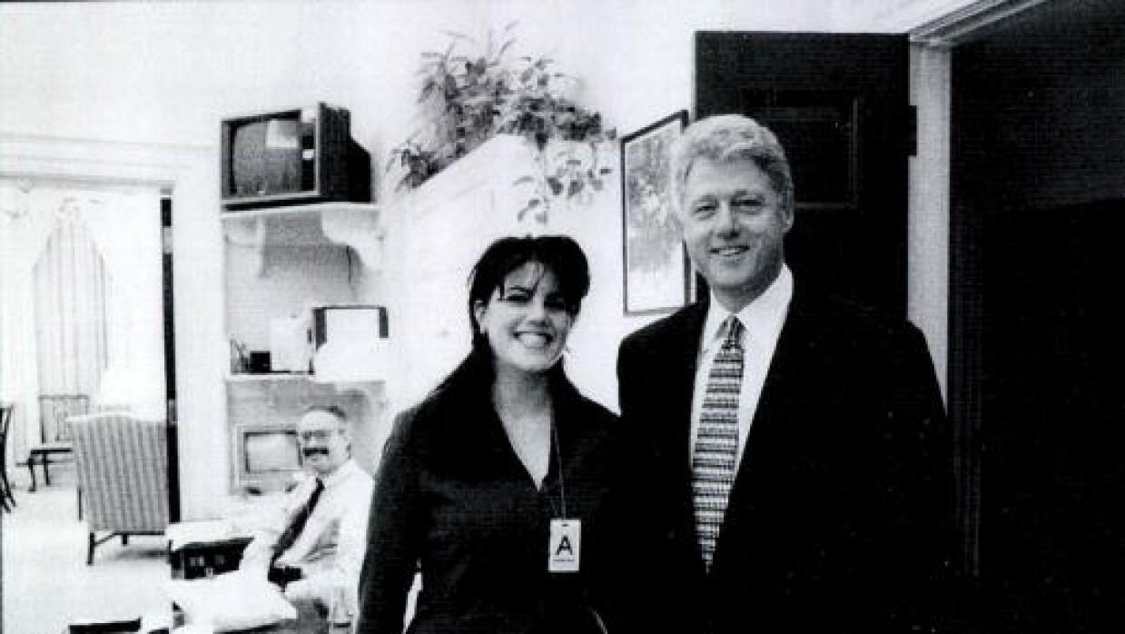 La relación extramarital de Clinton lo llevó a un juicio político que ca...
