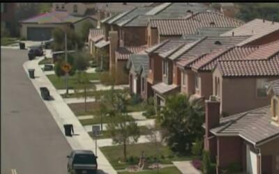 Comunidad inmigrante evita invertir en una vivienda ante el temor de ser...
