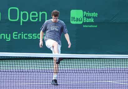 Andy Murray demostró que también es bueno jugando con los pies en un par...