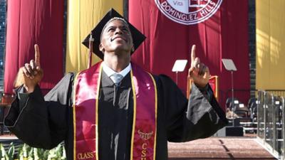 Gyasi Zardes cumplió otro sueño en su vida al graduarse de la universidad.