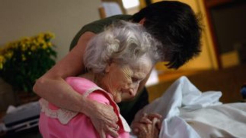 Las profesiones de cuidado geriátrico no son populares ni lucrativas.