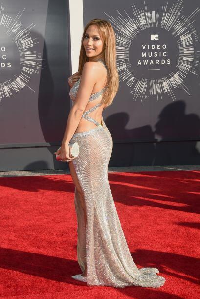 Jennifer Lopez impactó, pero no por el precioso vestido que portó, sino...