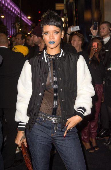Para un 'look' extravagante, pero relajado a la vez, Rihanna usa chaquet...