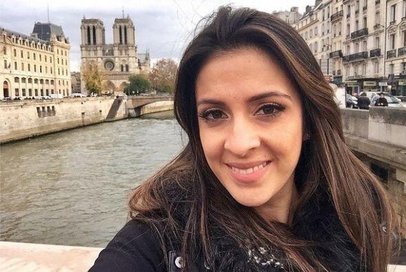 """""""#Selfie desde #Paris al fondo se ve la Catedral de Notre Dame. Voy dire..."""