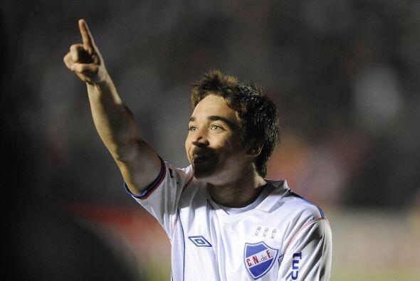 En Uruguay son más los que se van que los que fichan. Mauricio Pe...
