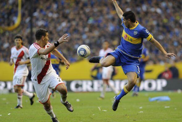 La caída de River Plate lo dejó al borde del abismo, a un paso de la zon...