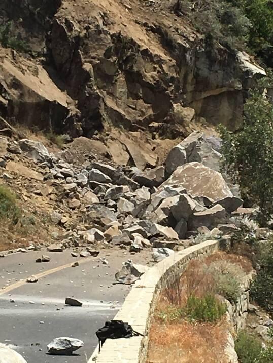 Estiman que algunas rocas pesan hasta 130 toneladas.