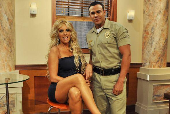 El alguacil no desperdició la oportunidad de tomarse foto con la...