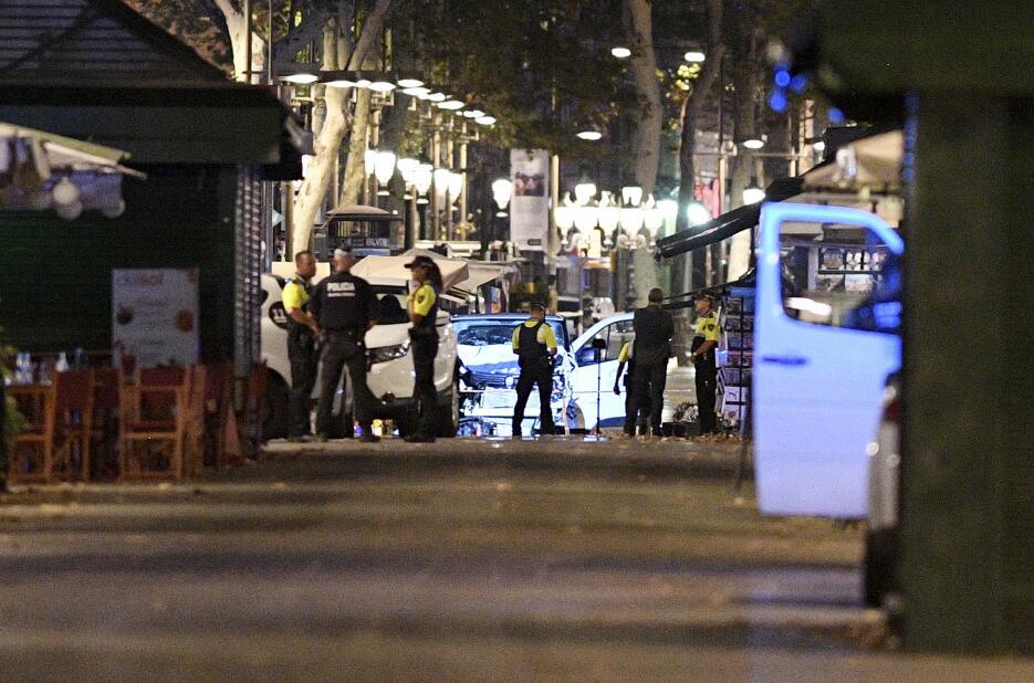 La noche en Barcelona tras un día de terror GettyImages-833865160.jpg
